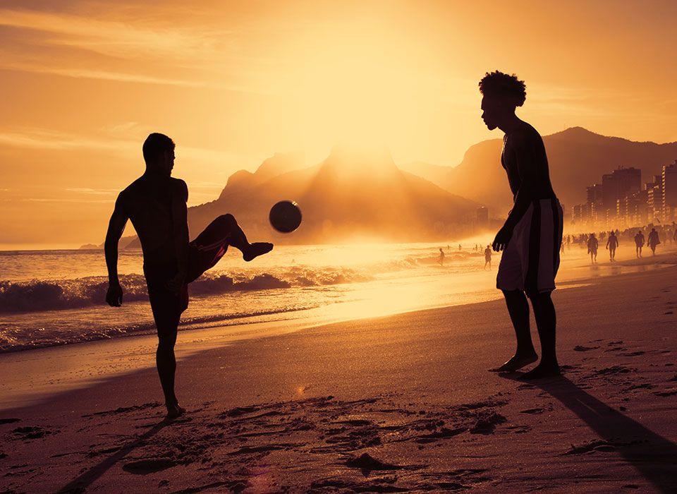 brasilien-rio-de-janeiro-strand-sonnenuntergang-beach-football