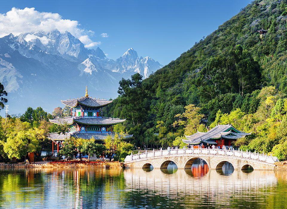 china-lijiang-teich-des-schwarzen-drachens-jadedrachen-gebrige