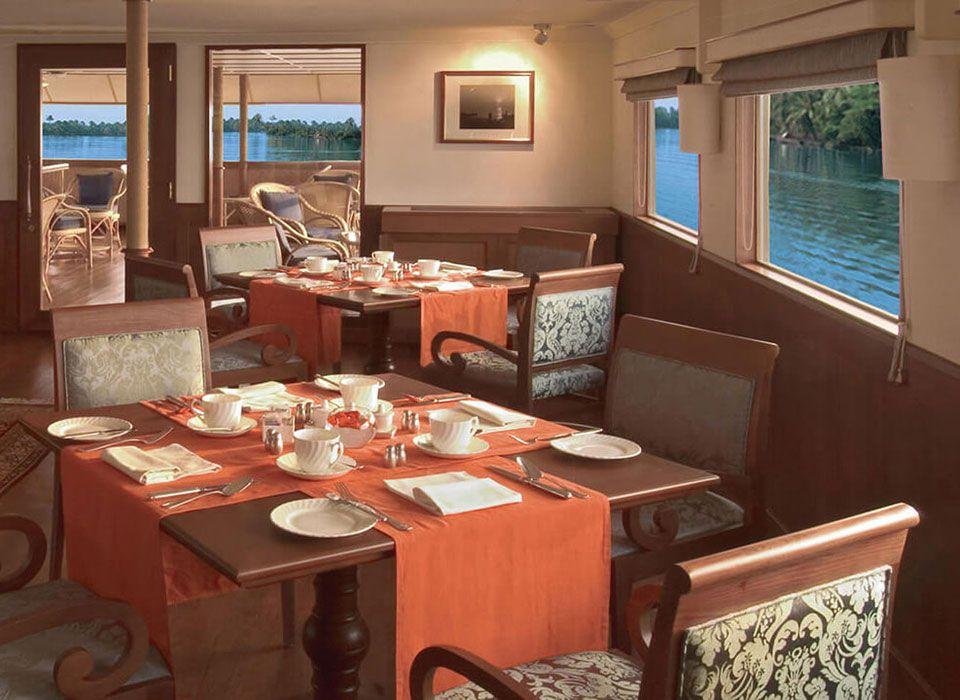 Indien: Obero Vrindai Flusskreuzfahrt - Bordrestaurant