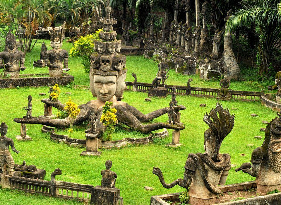 Laos: Vientiane Buddha Statuen