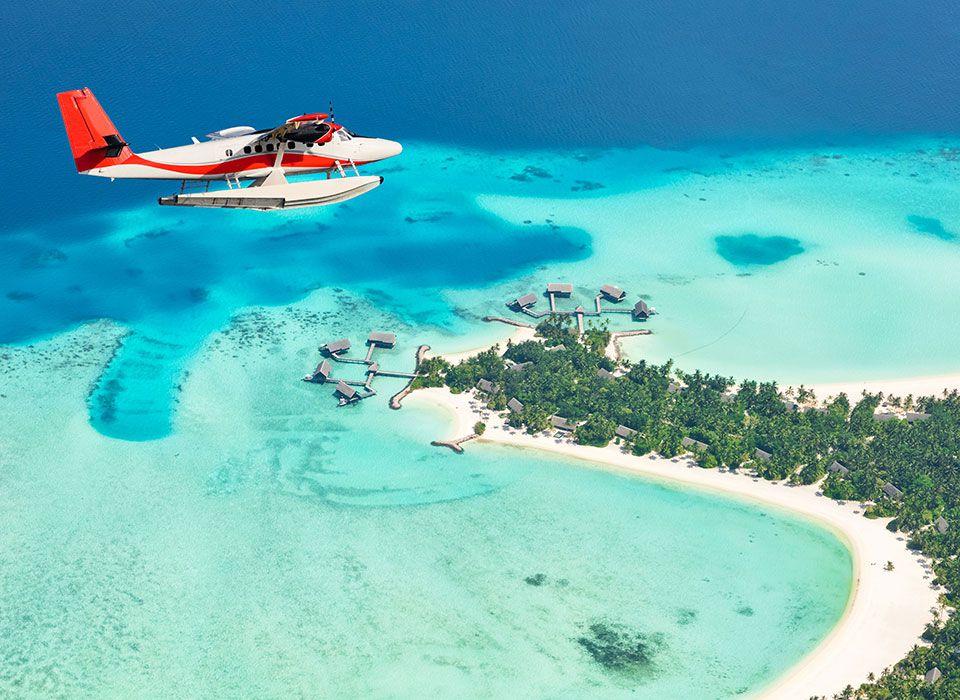 Malediven: Anflug auf eine Insel mit dem Wasserflugzeug