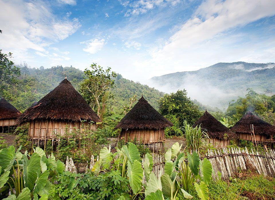 papua-neuguinea-stammeshuetten