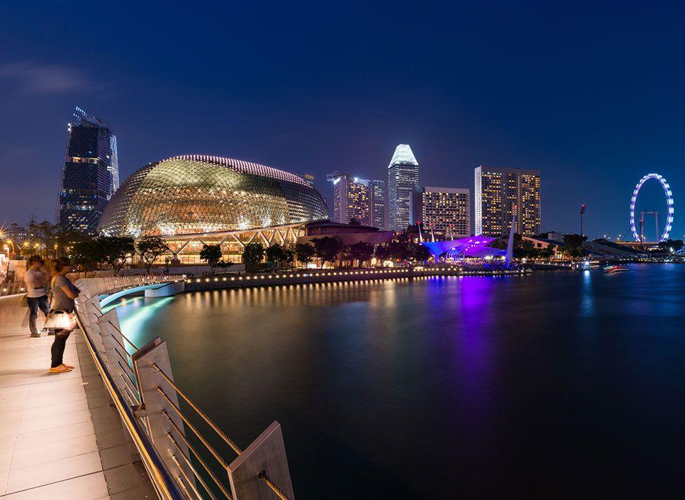 singapur-skyline-bei-nacht