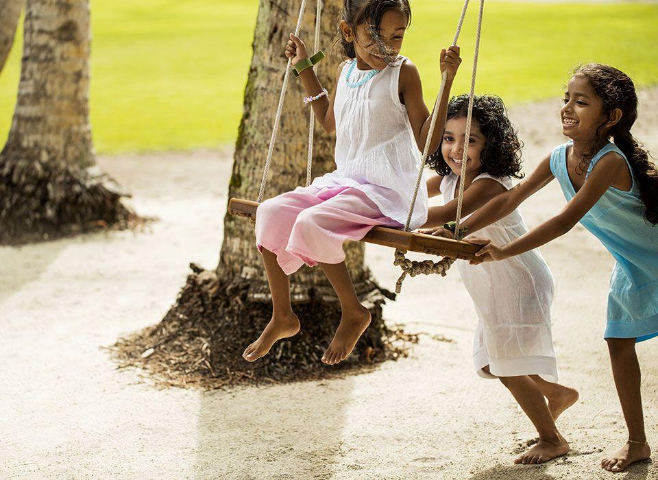 COMO Maalifushi - Malediven - Thaa Atoll - Kinder beim spielen