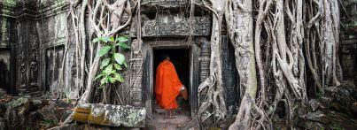 Kambodscha: Mönch in Tempelruine
