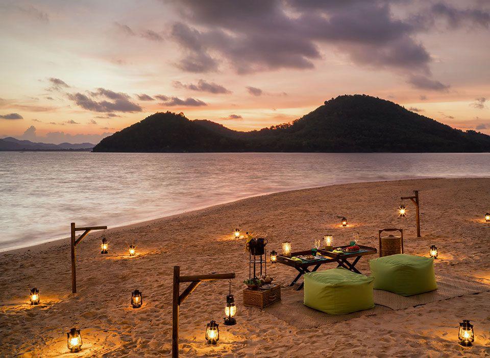 Sixs Senses Yao Noi - Thailand - Phang-Nga Bay - Barbecue am Strand bei Sonnenuntergang